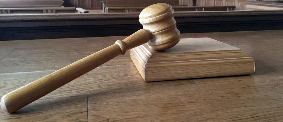 Sąd w Dublinie zgodził się na ekstradycję Artura C. – mężczyzny poszukiwanego przez polską prokuraturę w związku z zarzutami dotyczącymi przemytu narkotyków. Jego sprawa była przedmiotem postępowania przed Trybunałem Sprawiedliwości Unii Europejskiej.