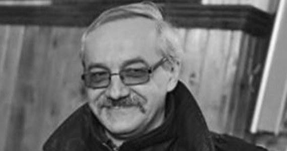 """W wieku 60 lat zmarł Andrzej Grembowicz, twórca scenariuszy popularnych seriali, m.in. """"Ekstradycji"""" i """"Rancza"""". Czytelnicy znali go też pod pseudonimem literackim Robert Brutter. O śmierci Grembowicza poinformowała Ilona Łepkowska."""