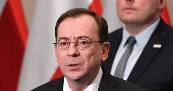 """30-letni syn ministra-koordynatora do spraw służb specjalnych otrzymał stanowisko w Banku Światowym - donosi tvn24.pl. """"Praca w Waszyngtonie oznacza zarobki około 200 tysięcy dolarów rocznie"""" - czytamy."""