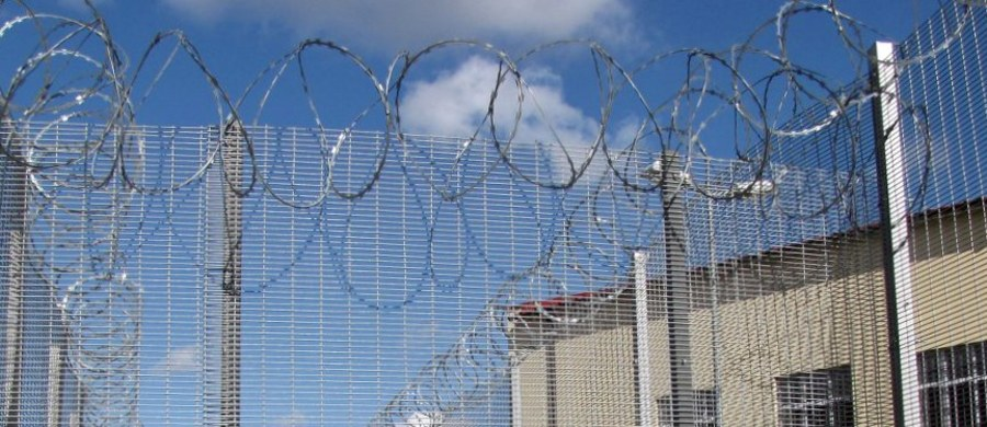 Średnio 655 zł brutto podwyżki od stycznia 2019 r. dla funkcjonariuszy i 300 zł dla pracowników Służby Więziennej przewiduje porozumienie podpisane w poniedziałek przez Ministerstwo Sprawiedliwości i NSZZ  Funkcjonariuszy i Pracowników Więziennictwa.