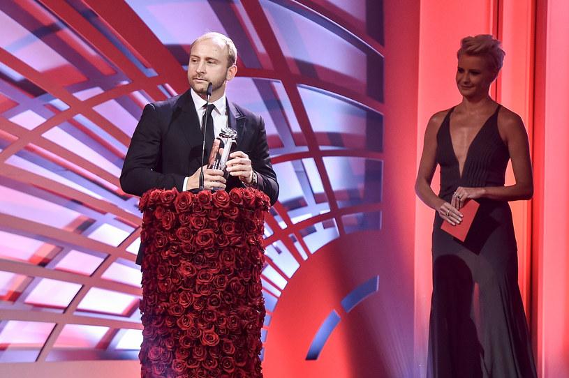 Już po raz szesnasty rozdano Róże Gali. Uroczystość odbyła się 19 listopada w Warszawie. Wśród nagrodzonych znaleźli się między innymi Joanna Kulig, Janusz Gajos i Borys Szyc.