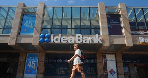 Jest pierwsza pomoc finansowa na banków Leszka Czarneckiego od czasu wybuchu afery w Komisji Nadzoru Finansowego. Narodowy Bank Polski zwolnił Idea Bank z obowiązku utrzymywania połowy rezerwy obowiązkowej - czyli z obowiązku trzymania części pieniędzy na czarną godzinę. Miesiąc temu podobne wsparcie otrzymał drugi bank Czarneckiego, czyli Getin Noble Bank.