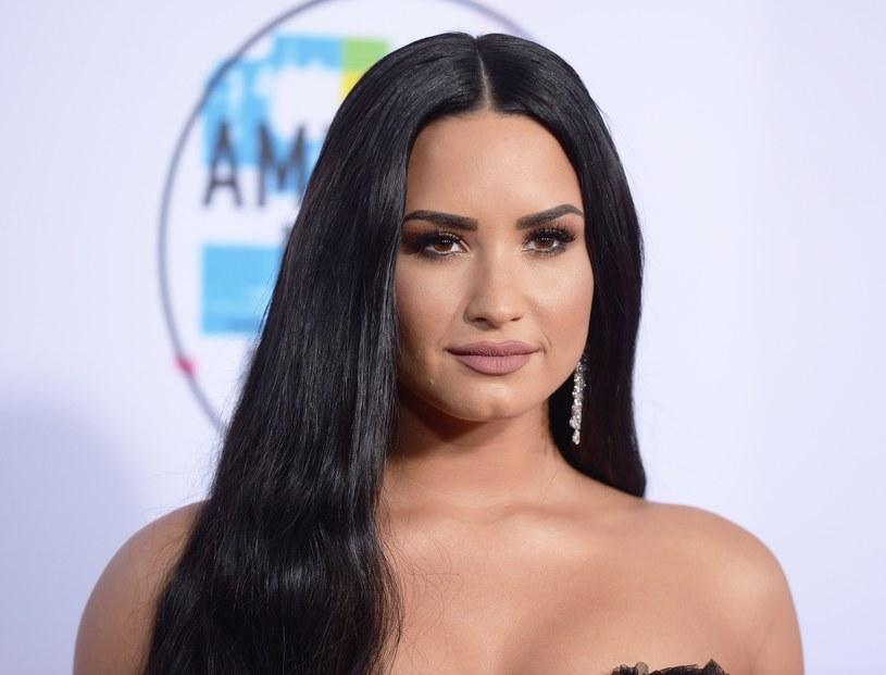 Demi Lovato nie kryje oburzenia zachowaniem jednej z jej byłych znajomych, która w trakcie, gdy wokalistka trafiła na odwyk, udzieliła mediom wywiadu na temat jej stanu.
