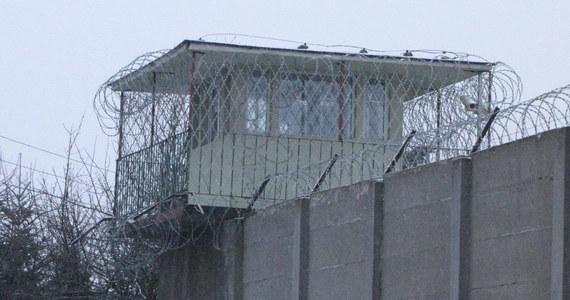 """Ponad 50 proc. skazanych na więzienie w zawieszeniu wraca do przestępstwa już w pierwszym roku po uprawomocnieniu się wyroku. By tak się nie działo, trzeba lepszej resocjalizacji - pisze środowa """"Rzeczpospolita""""."""