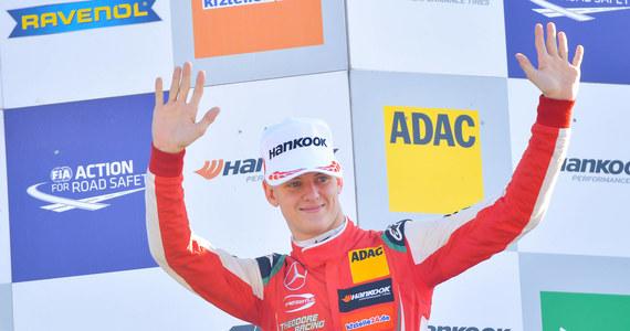 Syn słynnego kierowcy Formuły 1 Michaela Schumachera -19-letni Mick wystartuje w niemieckim zespole u boku czterokrotnego mistrza świata Sebastiana Vettela w pokazowych zawodach Race of Champions, które odbędą się po raz pierwszy w historii w Meksyku.