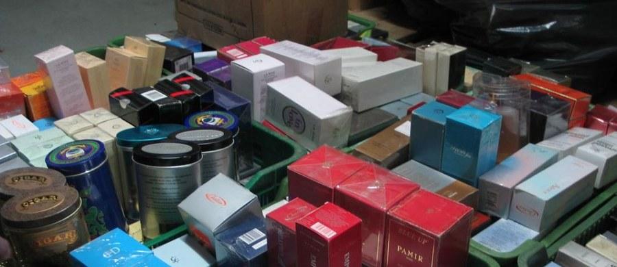 Funkcjonariusze Śląskiego Oddziału Straży Granicznej i Krajowej Administracji Skarbowej rozbili grupę przestępczą, która sprowadzała z Turcji tygodniowo ponad 40 ton odzieży i galanterii, m.in. podróbki znanych firm.