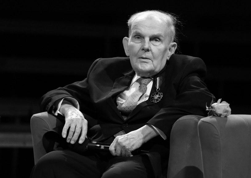 W wieku 88 lat zmarł dziennikarz muzyczny Jan Zagozda. Przez 65 lat był związany z Polskim Radiem, przede wszystkim prezentował polską muzykę z pierwszej połowy XX wieku – poinformował serwis Wirtualnemedia.pl.