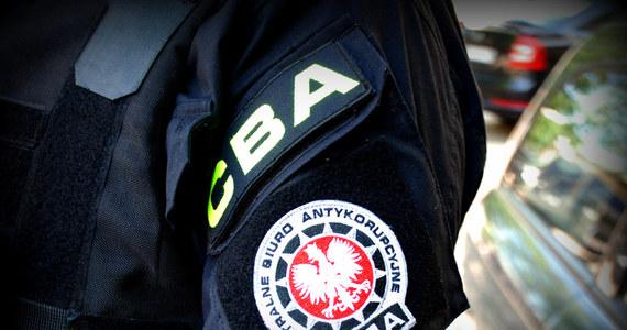 Agenci Centralnego Biura Antykorupcyjnego przeszukują siedzibę Ruchu oraz kilku instytucji finansowych – dowiedzieli się reporterzy śledczy RMF FM. Akcja trwa od kilku godzin. Funkcjonariusze CBA działają na polecenie krakowskiej prokuratury okręgowej, która prowadzi śledztwo w sprawie niegospodarności w działalności jednego z największych dystrybutorów prasy w Polsce.
