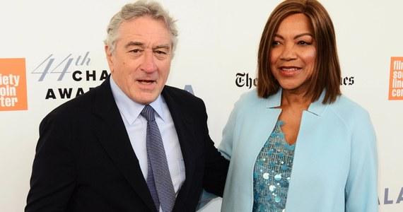 Robert De Niro rozstał się z żoną Grace Hightower po 21 latach małżeństwa. 75-letnia gwiazda kina i jego 63-letnia żona podobno nie mieszkają już razem. Nie są to pierwsze małżeńskie kłopoty De Niro i Hightower. W 1999 roku doszło do separacji, ale nie sfinalizowano rozwodu. Ostatecznie zeszli się i odnowili przysięgę małżeńską w 2004 roku.