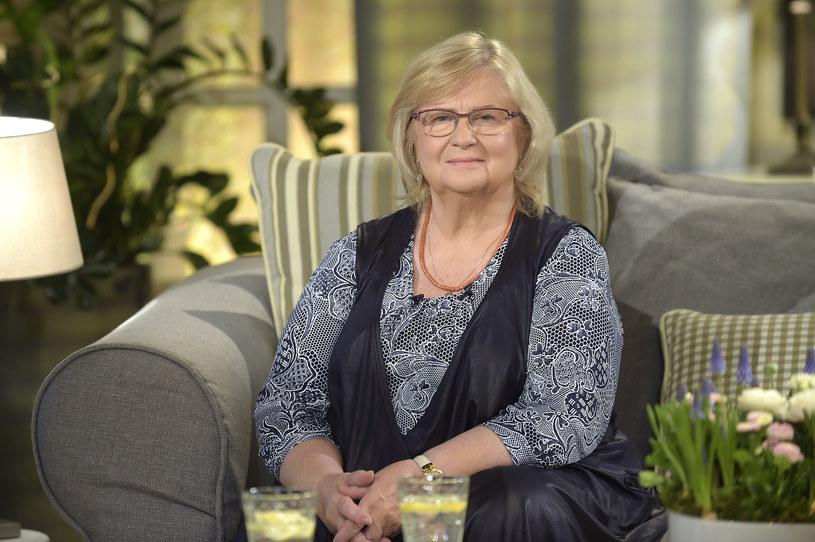 """Stanisława Celińska musiała zrezygnować z roli w filmie """"Miszmasz, czyli kogel-mogel 3"""". Opóźniane są także zdjęcia do serialu """"Barwy szczęścia"""", w którym występuje. Co się dzieje? Podobno aktorka, która w 2017 roku obchodziła 70. urodziny, ma poważny problem z chodzeniem!"""