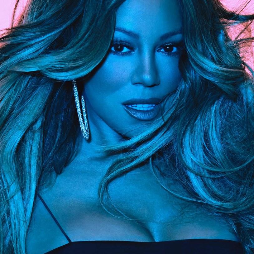 """Zanim na dobre zacznie rozbrzmiewać """"All I Want For Christmas Is You"""", kilka tygodni przed świętami Mariah Carey wypuściła nowy album. Taki, który dla nikogo nie będzie wymarzonym prezentem gwiazdkowym, ale jeśli ktoś go znajdzie pod choinką, nie powinien mieć powodów do narzekań."""