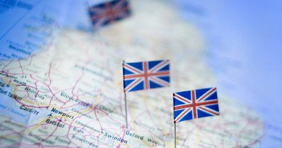 Niedzielne głosowanie w Radzie Europejskiej będzie ważnym gestem. Przypieczętuje unijną zgodę na rozwód z Wielką Brytanią. Przez kilkadziesiąt lat Londyn utrzymywał rodzinne relacje z Brukselą. Teraz 27 pozostałych krajów Wspólnoty będzie musiało przypieczętować separację. Jeden z nich, Hiszpania, ma jednak wątpliwości. Dla Madrytu warunki opuszczenia Unii przez Wielką Brytanie nie są korzystne. Albo inaczej - władze hiszpańskie chcą zbić na tym własny interes.