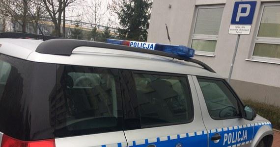Kilkanaście samochodów zostało ostrzelanych z broni pneumatycznej na Pradze Północ w Warszawie.