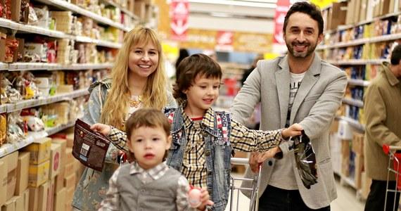 Ważna wiadomość dla tych, którzy są przyzwyczajeni do niedzielnych zakupów. 25 listopada oraz 2 grudnia sklepy będą otwarte. Co więcej, w grudniu zakaz handlu będzie obowiązywał tylko w jedną niedzielę - 9 grudnia.