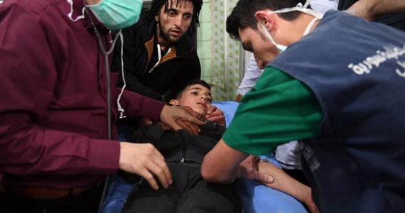 107 osób, wśród nich dzieci, ucierpiało w domniemanym ataku z użyciem broni chemicznej, do jakiego miało dojść w nocy z soboty na niedzielę w mieście Aleppo w północno-zachodniej Syrii. Takie informacje przekazała syryjska agencja prasowa SANA. Damaszek i Moskwa oskarżyły o atak siły syryjskiej opozycji: rebelianci mieliby uderzyć w trzy rejony Aleppo pociskami zawierającymi gazy, które powodowały duszności. Rebelianci zaprzeczają.