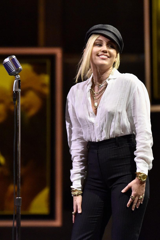 W piątek, 29 listopada ukaże się nowa piosenka Miley Cyrus, nad którą amerykańska wokalistka pracowała razem z Markiem Ronsonem.