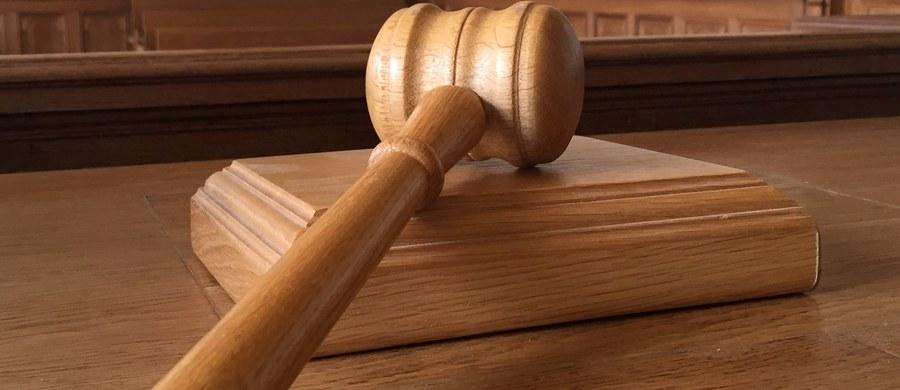 Prokuratura wszczęła śledztwo po zawiadomieniu burmistrza Aleksandrowa Łódzkiego - poinformował rzecznik prasowy Prokuratury Okręgowej w Łodzi Krzysztof Kopania. Jacek Lipiński zarzucił drugiemu Jackowi Lipińskiemu, który był kandydatem na radnego komitetu Lubię Aleksandrów, że wykorzystał zbieżność danych osobowych i wprowadził wyborców w błąd.
