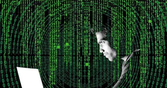 """To mogło być dezinformacyjne działanie obcych służb - tak o fałszywych SMS-ie z alertem Rządowego Centrum Bezpieczeństwa mówi Agencja Bezpieczeństwa Wewnętrznego. Agencja wraz z policją stara się wykryć nadawcę informacji """"alert RCB"""", które dotarły do odbiorców na Podkarpaciu, a wzywały mężczyzn w wieku 18-65 lat do zgłaszania się do urzędów gminu """"w związku z sytuacją na Ukrainie""""."""