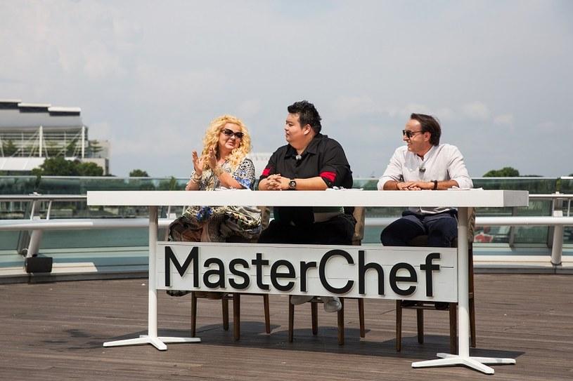 """Po trzynastu tygodniach pełnych kulinarnych wyzwań, nadszedł czas na zadanie gwarantujące uczestnikom miejsce w wielkim finale. W malowniczej scenerii Gardens by the Bay w Singapurze zmierzy się czwórka kucharzy amatorów z siódmej edycji """"MasterChefa"""". Kto pożegna się z programem tuż przed finałem?"""