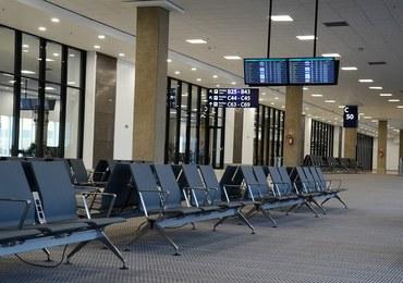 Wypadek na lotnisku w Sztokholmie. Samolot wbił się skrzydłem w budynek