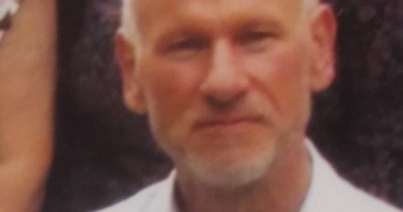 Policjanci z Wrześni w Wielkopolsce prowadzą poszukiwania 62-letniego Marka Ślugaja. Mężczyzna jest podejrzewany o zabójstwo mężczyzny, a także usiłowanie zabójstwa kobiety. Komendant Wojewódzki Policji w Poznaniu wyznaczył nagrodę za pomoc w ustaleniu miejsca, gdzie może ukrywać się 62-latek.