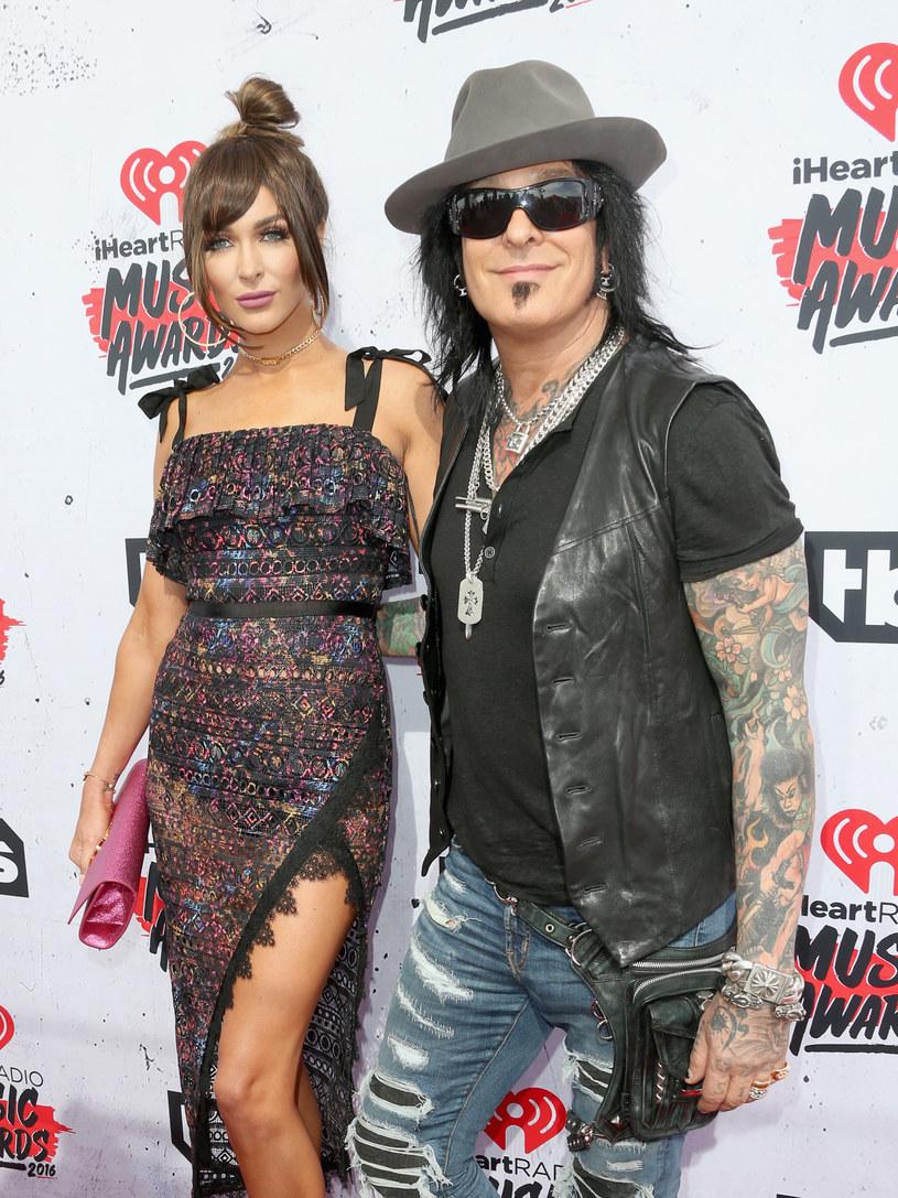 """""""Alkohol, kwas, kokaina... były tylko romansami. Dopiero kiedy poznałem heroinę, naprawdę się zakochałem"""" - przedpremierowo i tylko w Interii możecie zapoznać się z fragmentem """"Dzienników heroinowych"""" - głośnej biografii Nikkiego Sixxa z Mötley Crüe."""