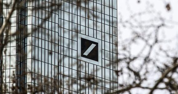 Ekipy śledcze przeszukały główną siedzibę największego niemieckiego banku komercyjnego Deutsche Bank we Frankfurcie nad Menem oraz kilka innych obiektów w ramach dochodzenia dotyczącego podejrzeń o pranie pieniędzy.