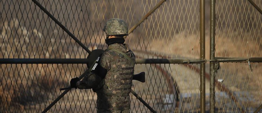 Północnokoreański żołnierz uciekł w sobotę rano czasu lokalnego do Korei Południowej - poinformował sztab generalny południowokoreańskiej armii. Władze w Seulu planują przesłuchać dezertera.