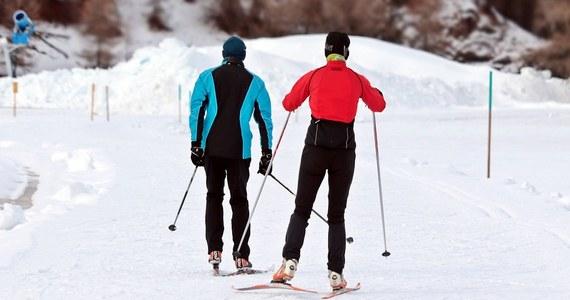 Ruszył sezon narciarski w Beskidach. Od soboty działają Beskid Sport Arena w Szczyrku Biłej, Zagroń w Istebnej i Siglany w Wiśle. Zjeżdżać można też na Białym Krzyżu. W Beskidach zakończył się sezon jesiennych przeglądów technicznych wyciągów.