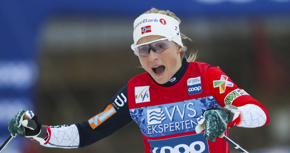 """Therese Johaug wygrała drugą w tym sezonie rywalizację na 10 km, tym razem techniką dowolną, Pucharu Świata w biegach narciarskich. Powracająca po dwóch sezonach zawieszenia za doping Norweżka była także najszybsza """"klasykiem"""" w Kuusamo w minioną niedzielę."""