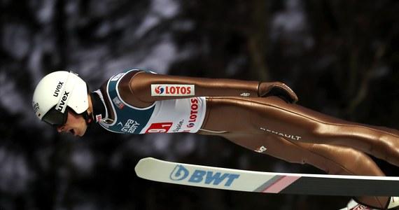 Piotr Żyła na podium konkursu Pucharu Świata w skokach narciarskich w Niżnym Tagile. Polak zajął drugie miejsce. Zwyciężył Norweg Johann Andre Forfang.