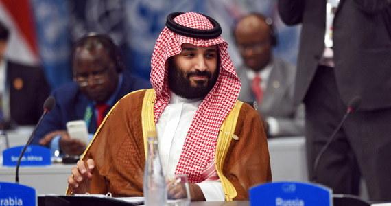 """Książę koronny Arabii Saudyjskiej Mohammad bin Salman wysłał przynajmniej 11 wiadomości do swojego doradcy, który nadzorował operację morderstwa dziennikarza Dżamala Chaszukdżiego, zaledwie kilka godzin przed zbrodnią - informuje """"Wall Street Journal"""", powołując się na dokument sporządzony przez CIA."""