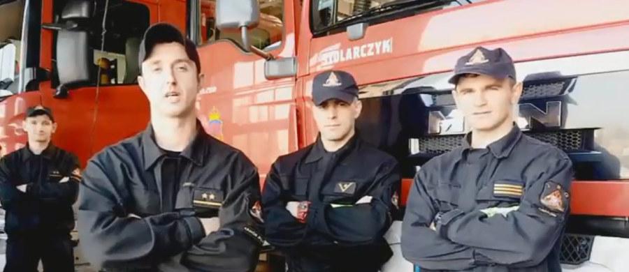 Już po raz trzeci strażacy z Jednostki Gaśniczo-Ratowniczej nr 4 w Krakowie organizują akcję pomocy dzieciom z niepełnosprawnościami. Jak co roku w Mikołajki zapraszają ich do swojej siedziby, by poczuły się jak prawdziwi strażacy. Tego dnia organizowane są przejazdy wozami strażackimi, a także zabawy i konkursy. W tym roku postanowili oni pomóc fundacji HCPT, wspierającej dzieci chore i z niepełnosprawnościami.