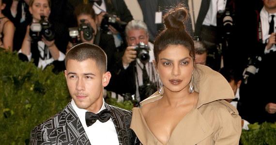 Nick Jonas i Priyanka Chopra pobrali się w trakcie chrześcijańskiej ceremonii w pałacu królewskim w Indiach.