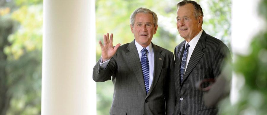 """W wieku 94 lat w swoim domu w Houston zmarł Geroge H. W. Bush, 41. prezydent Stanów Zjednoczonych. Dziennik """"New York Times"""" na swoich stronach internetowych opisuje ostatnie chwile życia Busha i przytacza ostatnią rozmowę, którą odbył ze swoim synem, Georgem W. Bushem."""