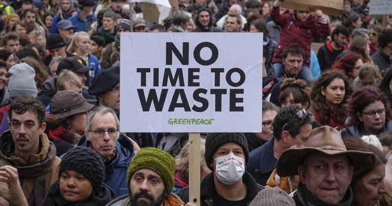Ponad 65 tys. osób uczestniczyło w Brukseli w pochodzie przed siedzibami biur unijnych, manifestując w dniu otwarcia COP24 na rzecz powstrzymania zmian klimatycznych. Była to największa proekologiczna demonstracja, jaka odbyła się w Belgii.