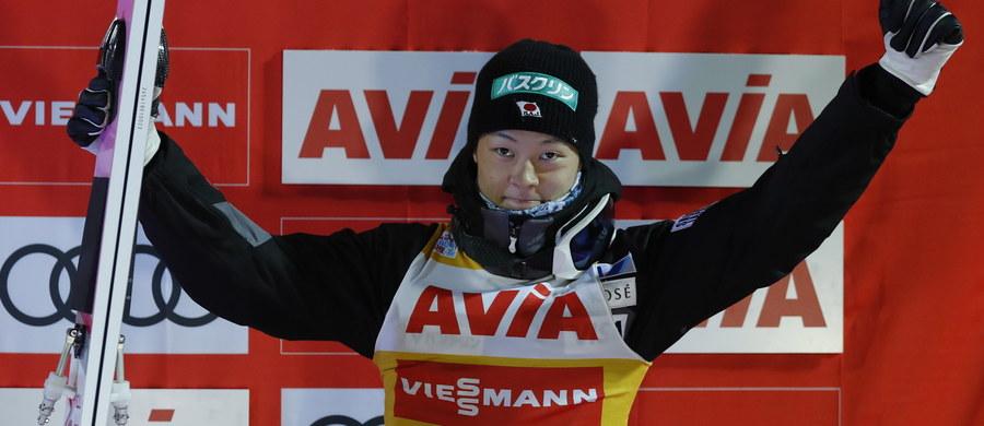 Japończyk Ryoyu Kobayashi stał na podium wszystkich pięciu rozegranych w tym sezonie konkursów Pucharu Świata w skokach narciarskich. Wygrał w Wiśle, Ruce i Niżnym Tagile. Podobnym początkiem sezonu w ostatnich kilkunastu latach mogą pochwalić się nieliczni. W większości przypadków tak imponujący początek sezonu pozwalał do końca liczyć się w walce o Kryształową Kulę.