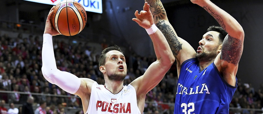 Męska reprezentacja Polski w koszykówce może osiągnąć historyczny sukces. Biało-czerwona drużyna po zwycięstwie z Włochami jest o krok od awansu do mistrzostw świata, które zostaną rozegrane w przyszłym roku w Chinach. Do sukcesu wystarczy jedno zwycięstwo.