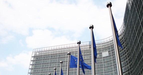 Istnieje wyraźne ryzyko poważnego naruszenia praworządności przez Polskę - stwierdza raport Komisji ds. Wolności Obywatelskich PE, do którego przed jego publikacją dotarła dziennikarka RMF FM Katarzyna Szymańska-Borginon. Raport powstał po wrześniowej wizycie delegacji eurodeputowanych w Polsce. Do raportu dołączono także ostrą korespondencję między polskim ambasadorem przy UE Andrzejem Sadosiem a szefem Komisji LIBE Claudem Moraesem.