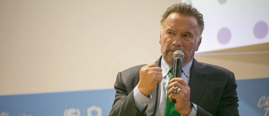 """O znaczeniu lokalnych liderów - włodarzy miast i regionów - w walce z groźnymi zmianami klimatycznymi mówił podczas szczytu klimatycznego COP24 w Katowicach amerykański aktor, były gubernator Kalifornii Arnold Schwarzenegger. """"Myślę, że już czas, by lokalni liderzy stali się globalnymi liderami. (…) Nie wygra się meczu, jeśli najlepszych graczy zostawi się w domu - a więc proszę, błagam: niech lokalni liderzy staną się częścią tej olbrzymiej konferencji"""" - apelował gwiazdor."""