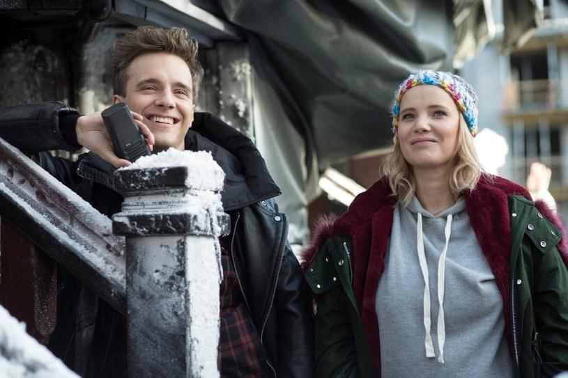 """""""Miłość jest wszystkim"""" jest już na ekranach kin, a aktorzy filmu ponownie zapraszają za kulisy, gdzie zdradzają więcej na temat swoich bohaterów."""