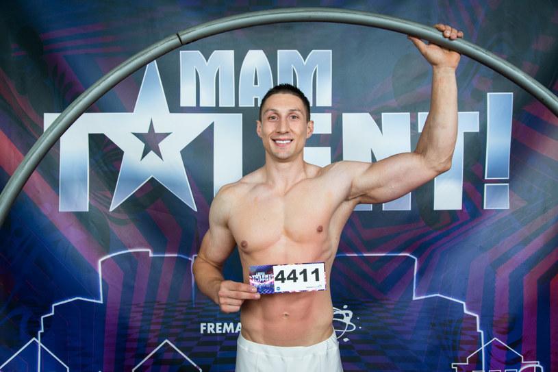 """Patryk Niekłań, który w 11. odsłonie """"Mam talent"""" zajął trzecie miejsce, miał wypadek samochodowy. Mężczyzna w ciężkim stanie trafił do szpitala."""