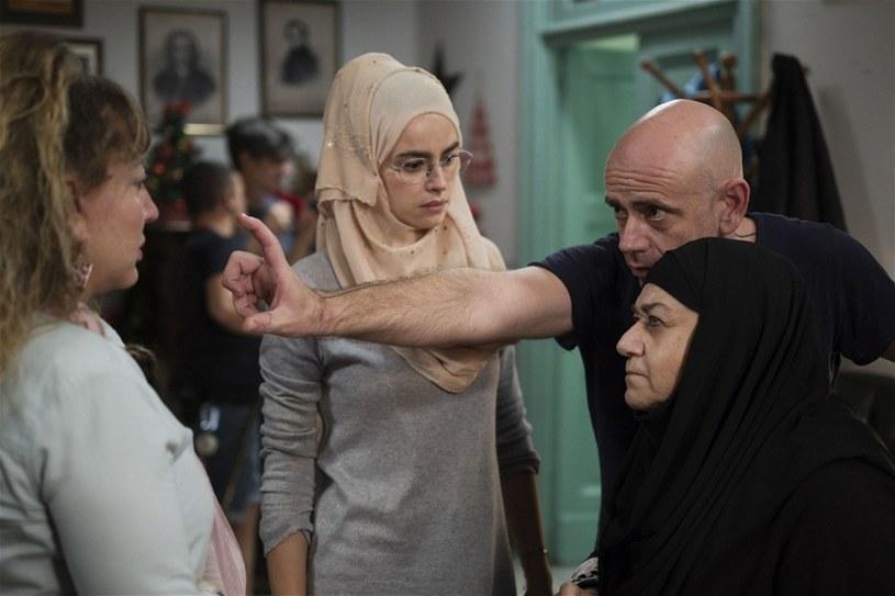 """Na ekrany włoskich kin wchodzi w czwartek, 6 grudnia, kolejny film z Kasią Smutniak. To komedia """"Pierwszy kamień"""" - z polityczną niepoprawnością w tle. Premiera potwierdza, że polska gwiazda jest jedną z najbardziej zajętych aktorek we Włoszech."""