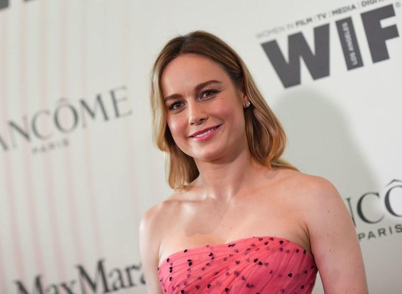 """Brie Larson negocjuje główną rolę w najnowszym filmie Charliego Kaufmana. Twórca obrazu """"Synekdocha, Nowy Jork"""" zamierza zaadaptować książkę Iaina Reida pod tytułem """"Może pora z tym skończyć""""."""