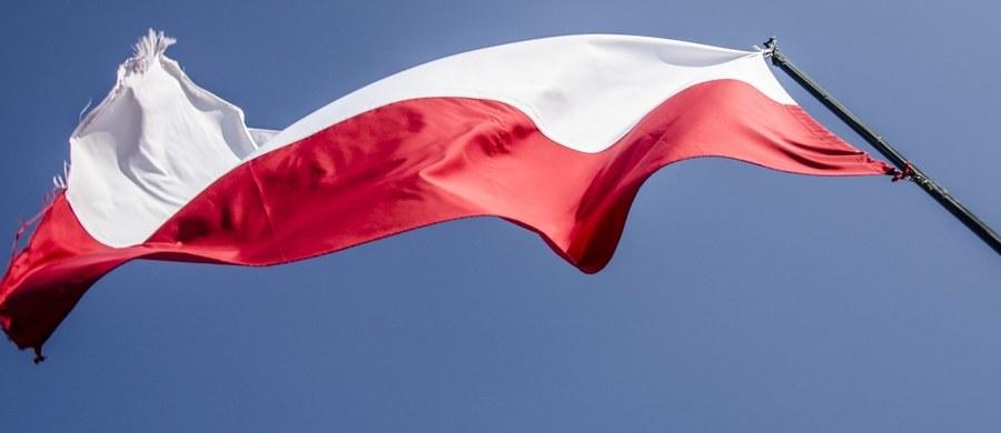 Im bardziej politycy rządu i opozycji są ze sobą skłóceni, tym częściej płyną z ich strony rzewne nawoływania do jedności. Zdarza się to najczęściej przed świętami Bożego Narodzenia i Wielkiej Nocy, z okazji Nowego Roku, a także ważnych rocznic, jak np. 100-lecie odzyskania przez Polskę niepodległości.
