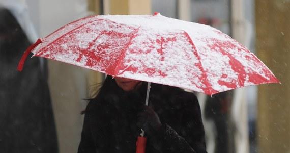 IMGW wydał ostrzeżenia pierwszego stopnia przed silnym wiatrem i oblodzeniem dla pięciu województw. Alerty obowiązują w zachodnich powiatach nadmorskich i w górach na południowym wschodzie Polski.
