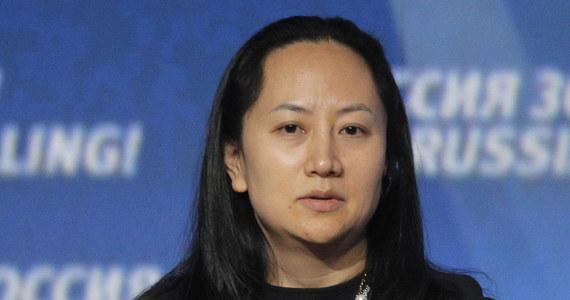 """W Vancouver aresztowano Meng Wanzhou, wiceprezes zarządu i zarazem dyrektor finansową Huawei, córkę założyciela firmy; grozi jej ekstradycja do Stanów Zjednoczonych w związku z podejrzeniem o naruszenie sankcji USA wobec Iranu - podał """"Globe and Mail""""."""