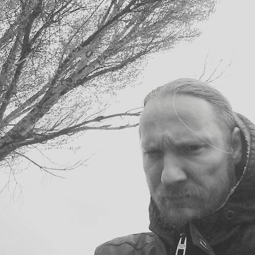 """W mediach społecznościowych pojawiła się informacja o śmierci Wojciecha """"Bujo"""" Bujoczka, wokalisty śląskiej thrashmetalowej grupy Killjoy. Muzyk miał 45 lat."""