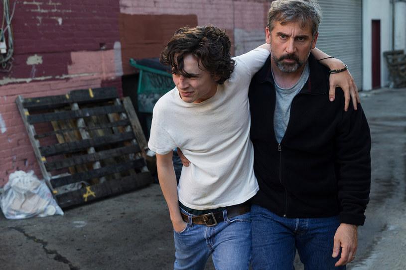 """Nominowani do Oscara Timothée Chalamet i Steve Carell grają głóne role w filmie """"Mój piękny syn"""" - pierwszej tak szczerej i poruszającej opowieści o losach rodziny, która musi zmierzyć się z uzależnieniem dorastającego chłopaka"""