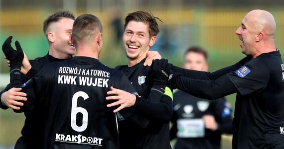 Drugoligowy Rozwój Katowice postawił się Górnikowi Zabrze w 1/8 finału Pucharu Polski. Katowiczanie przegrali 1-4, ale dopiero po dogrywce. Po 90 minutach było 1-1.